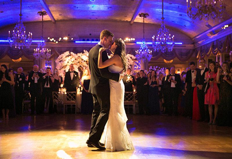 WEDDING MASTERY - Cum poți evita un moment jenant în timpul dansului mirilor cu doar 3 lei?